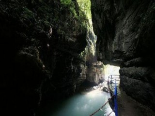 广安华蓥山仙鹤洞